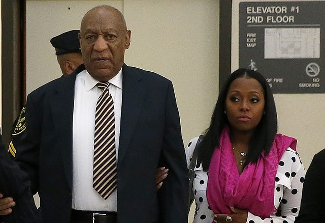 Bill Cosby Shows Up To Court With Tv Daughter By His Side