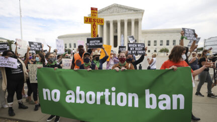 Pro-choice and anti-abortion activists protest alongside each other during a demonstration outside of U.S. Supreme Court on October 4, 2021 in Washington, D.C. (Photo by Kevin Dietsch/Getty Images.)